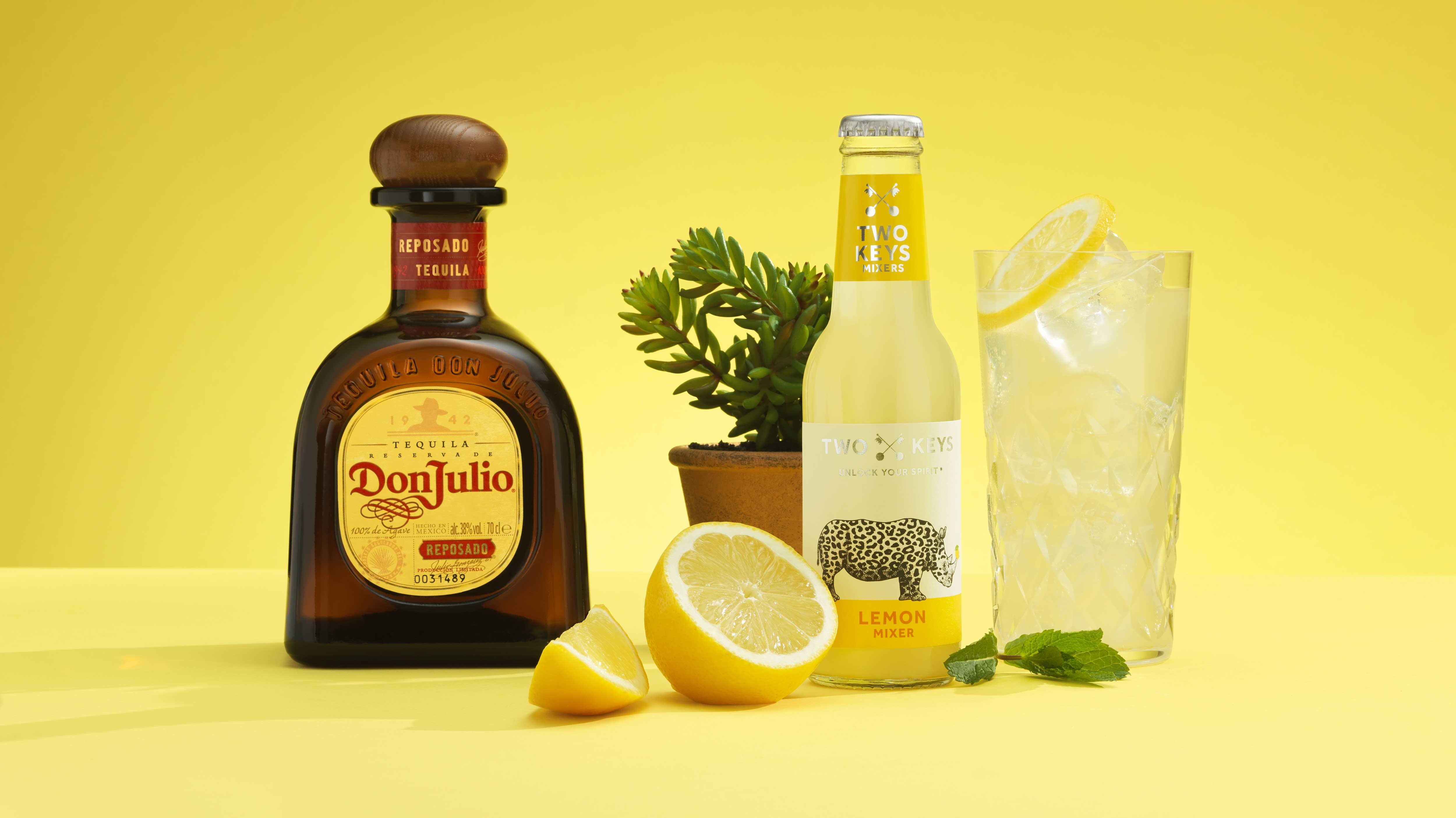 Throw a Cinco de Mayo fiesta at home with this easy lemon margarita recipe