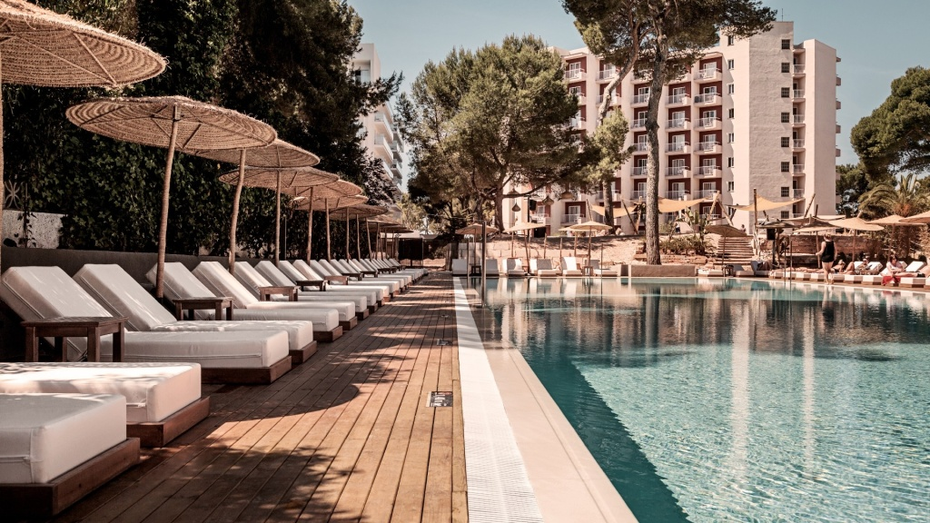 Cook's Club Palma pool area with sunbeds in the shade