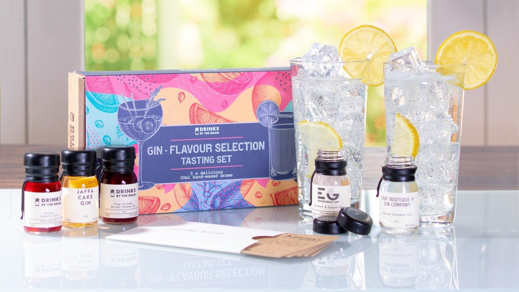 A gin-flavour selection set with two refreshingly looking ocktails