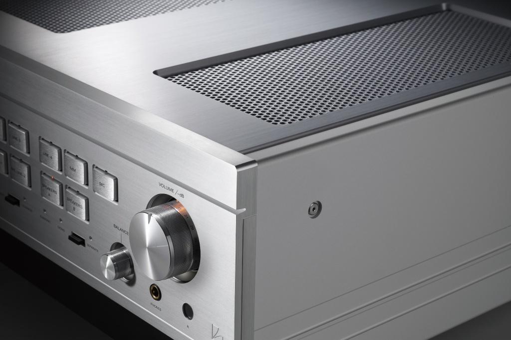 Luxman L-595A SE stereo amplifier cabinet close-up