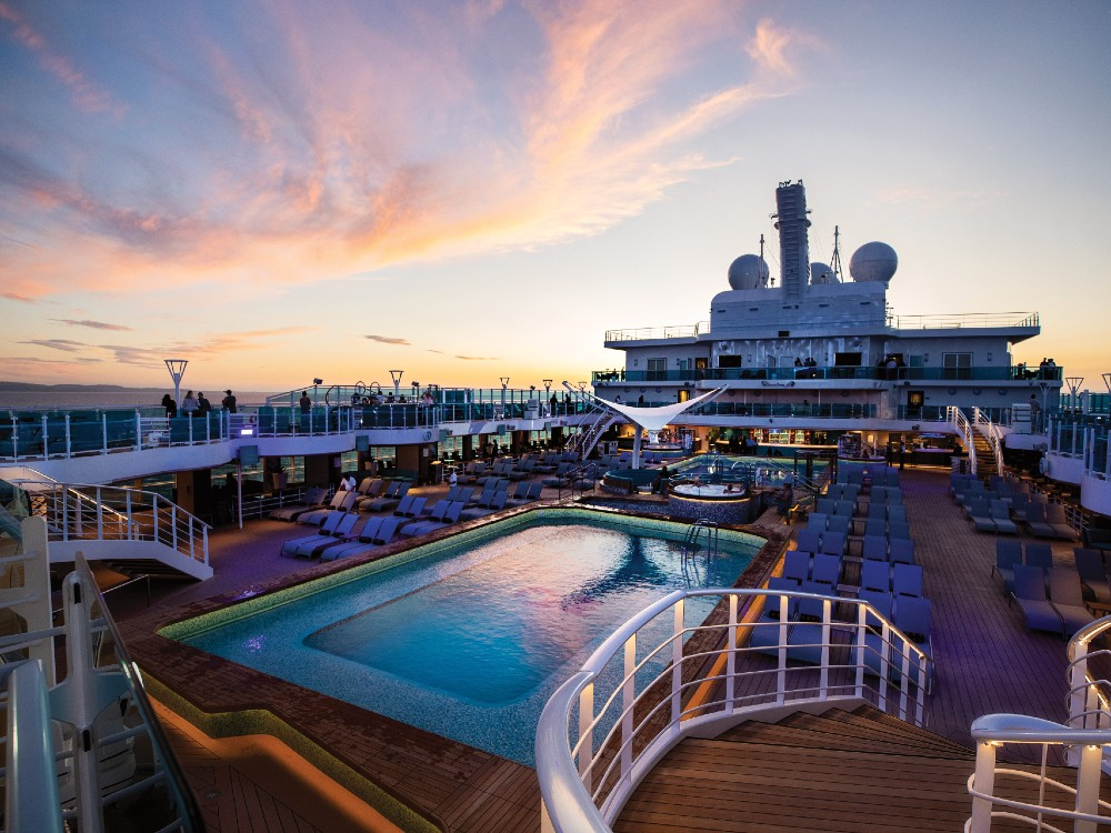 The sun deck pool onboard Sky Princess