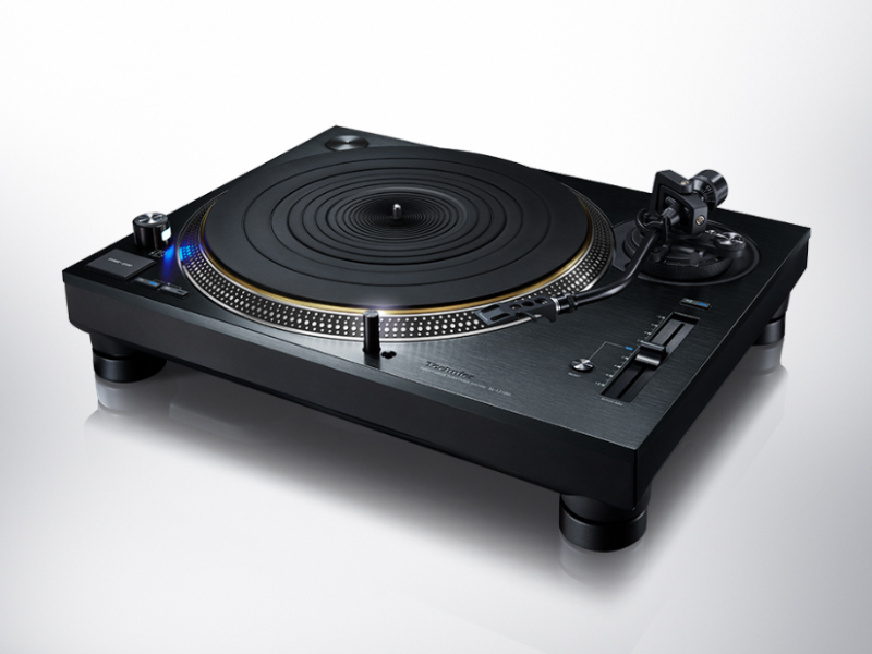 An angled view of the Technics SL-1210G turntable