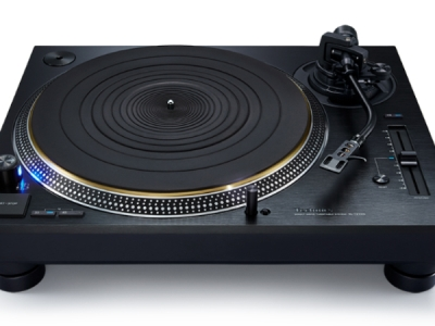 A top down view of the Technics SL-1200G turntable