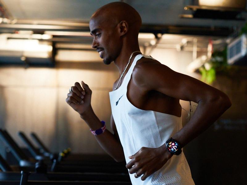 Sir Mo Farah wears the Huawei Watch GT 3 in London gym